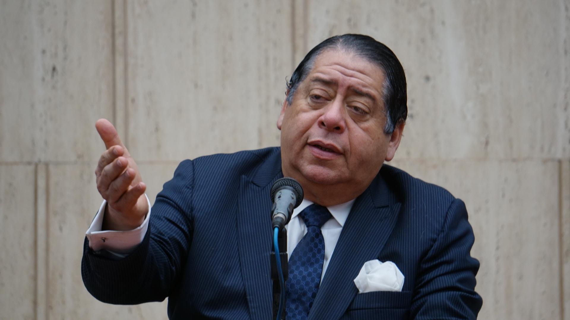Colectivo en defensa de la embajada se reúne con el Constituyente Hermann Escarrá Malavé