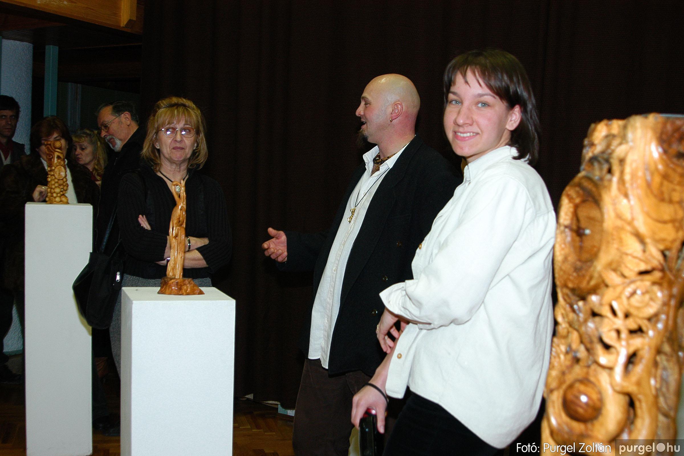 2004.02.26. 017 Kulbert György fafaragó kiállítása Hódmezővásárhelyen - Fotó:PURGEL ZOLTÁN© DSC_0028q.jpg