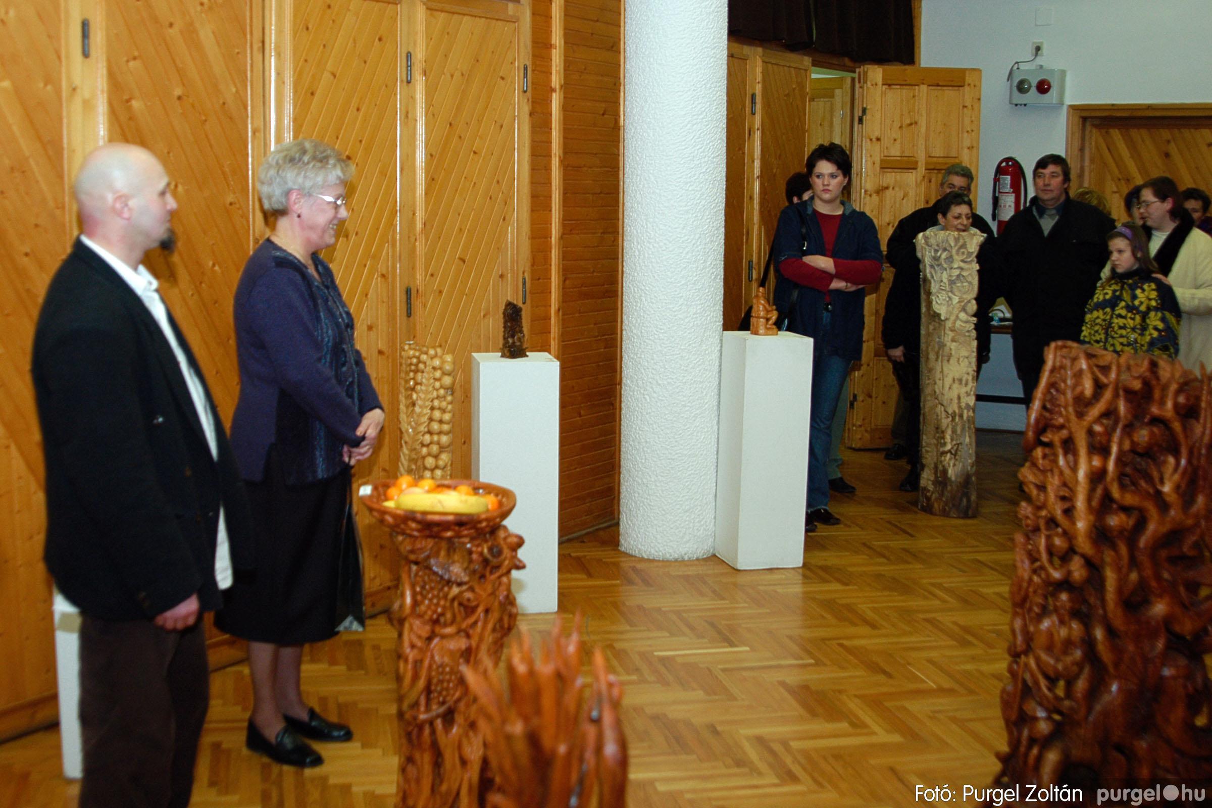 2004.02.26. 001 Kulbert György fafaragó kiállítása Hódmezővásárhelyen - Fotó:PURGEL ZOLTÁN© DSC_0001q.jpg