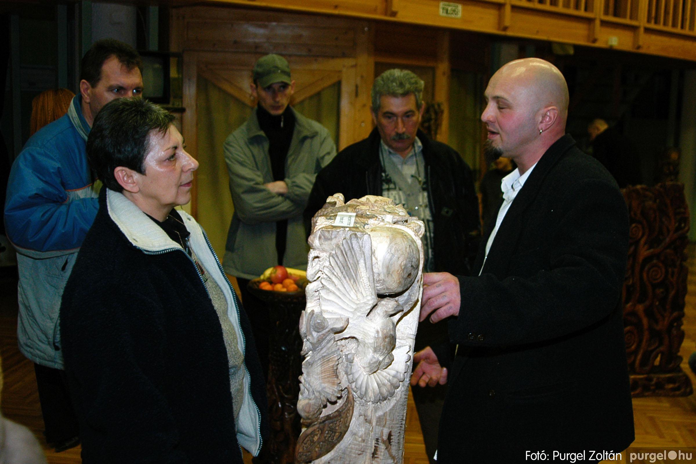 2004.02.26. 011 Kulbert György fafaragó kiállítása Hódmezővásárhelyen - Fotó:PURGEL ZOLTÁN© DSC_0021q.jpg