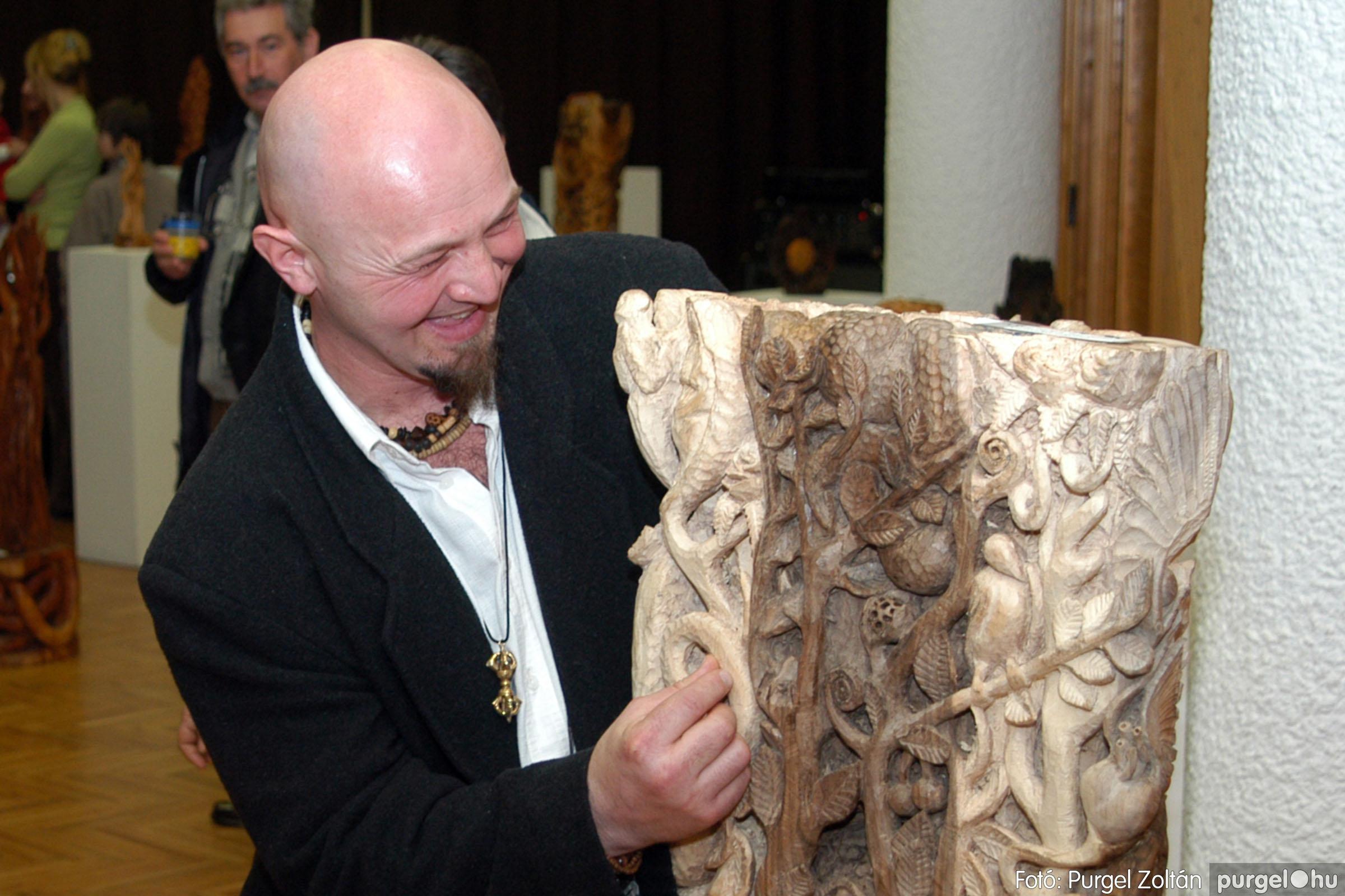 2004.02.26. 009 Kulbert György fafaragó kiállítása Hódmezővásárhelyen - Fotó:PURGEL ZOLTÁN© DSC_0017q.jpg