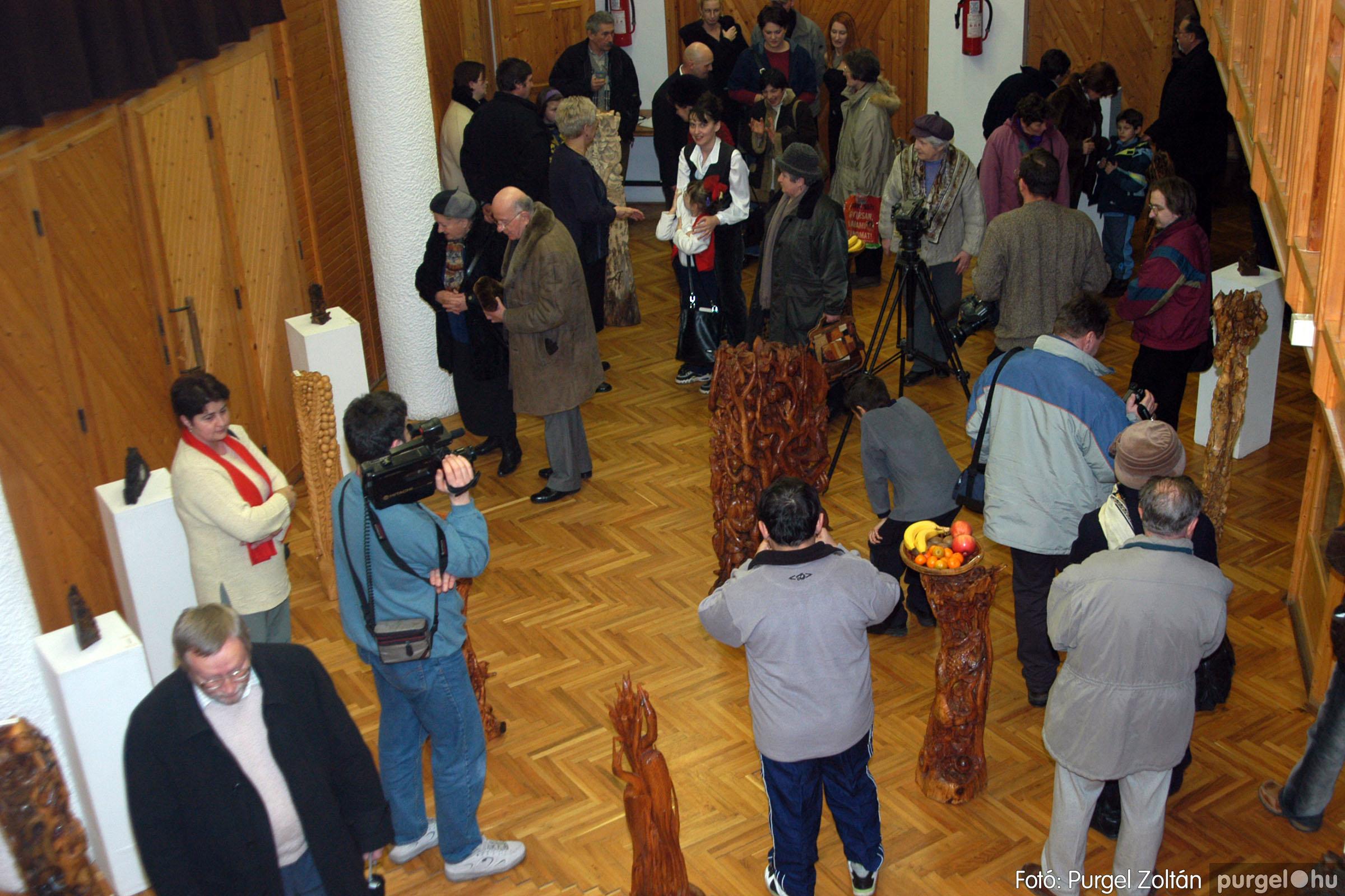2004.02.26. 006 Kulbert György fafaragó kiállítása Hódmezővásárhelyen - Fotó:PURGEL ZOLTÁN© DSC_0008q.jpg