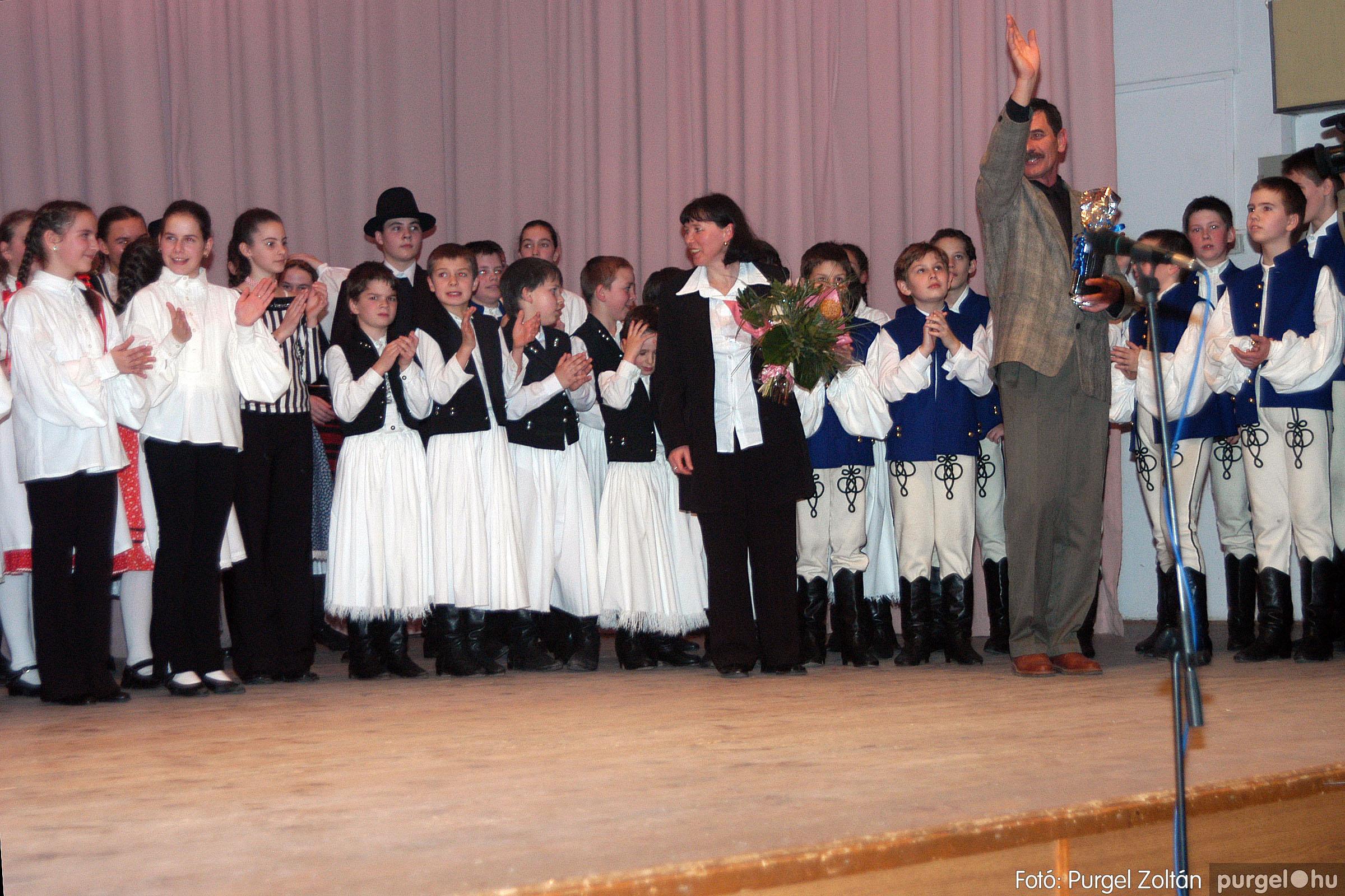 2004.03.13. 119 Dobbantó Néptáncegyüttes gálaműsor Fotó:PURGEL ZOLTÁN© DSC_0209q.jpg