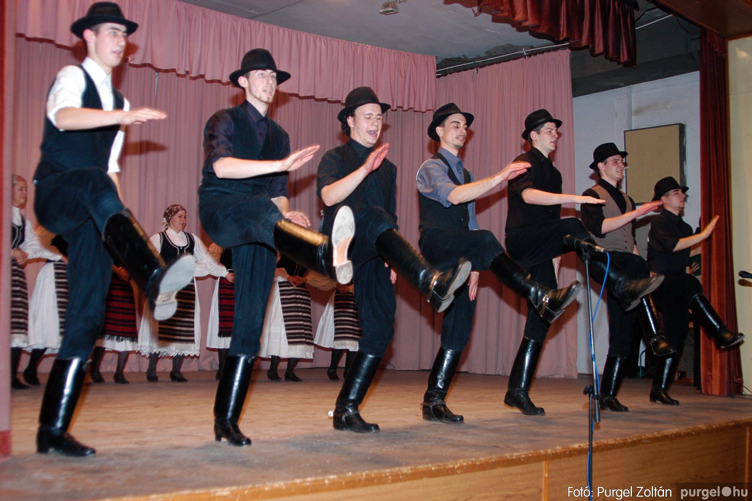 2004.03.13. 066 Dobbantó Néptáncegyüttes gálaműsor Fotó:PURGEL ZOLTÁN© DSC_0133q.jpg