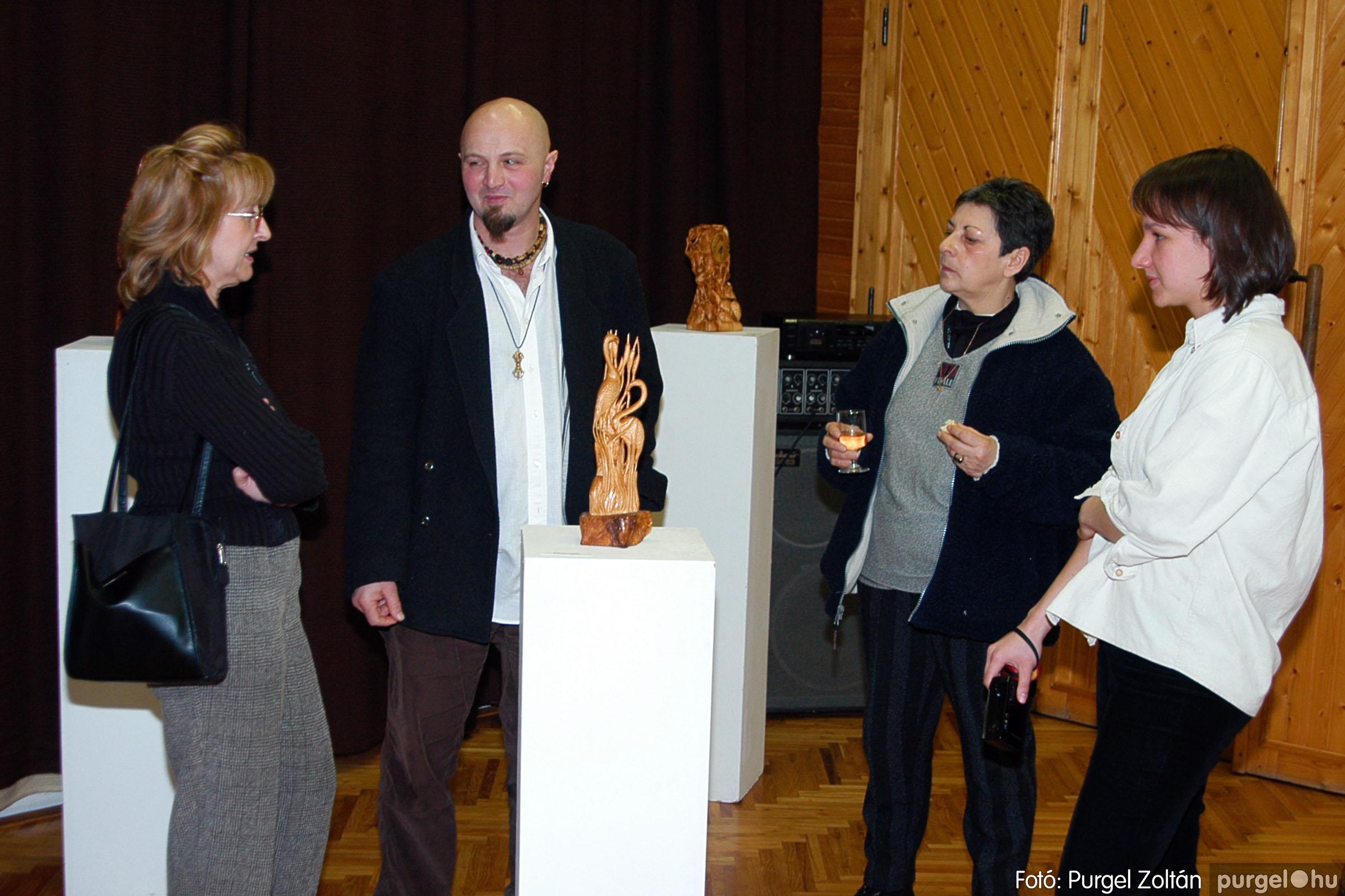 2004.02.26. 016 Kulbert György fafaragó kiállítása Hódmezővásárhelyen - Fotó:PURGEL ZOLTÁN© DSC_0027q.jpg
