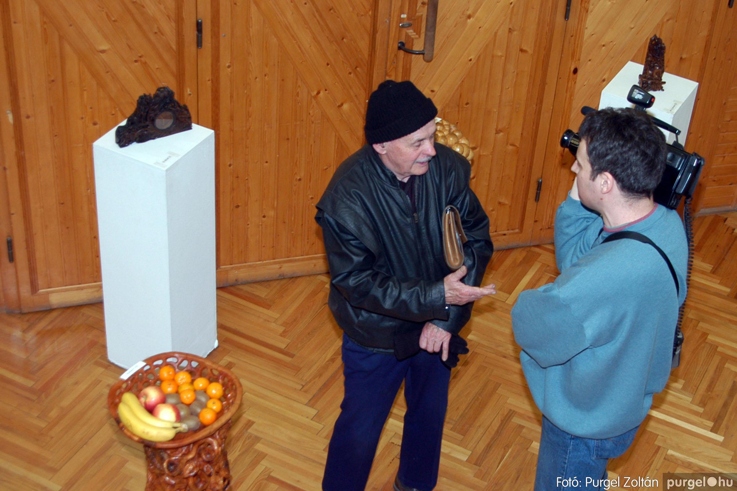2004.02.26. 015 Kulbert György fafaragó kiállítása Hódmezővásárhelyen - Fotó:PURGEL ZOLTÁN© DSC_0026q.jpg