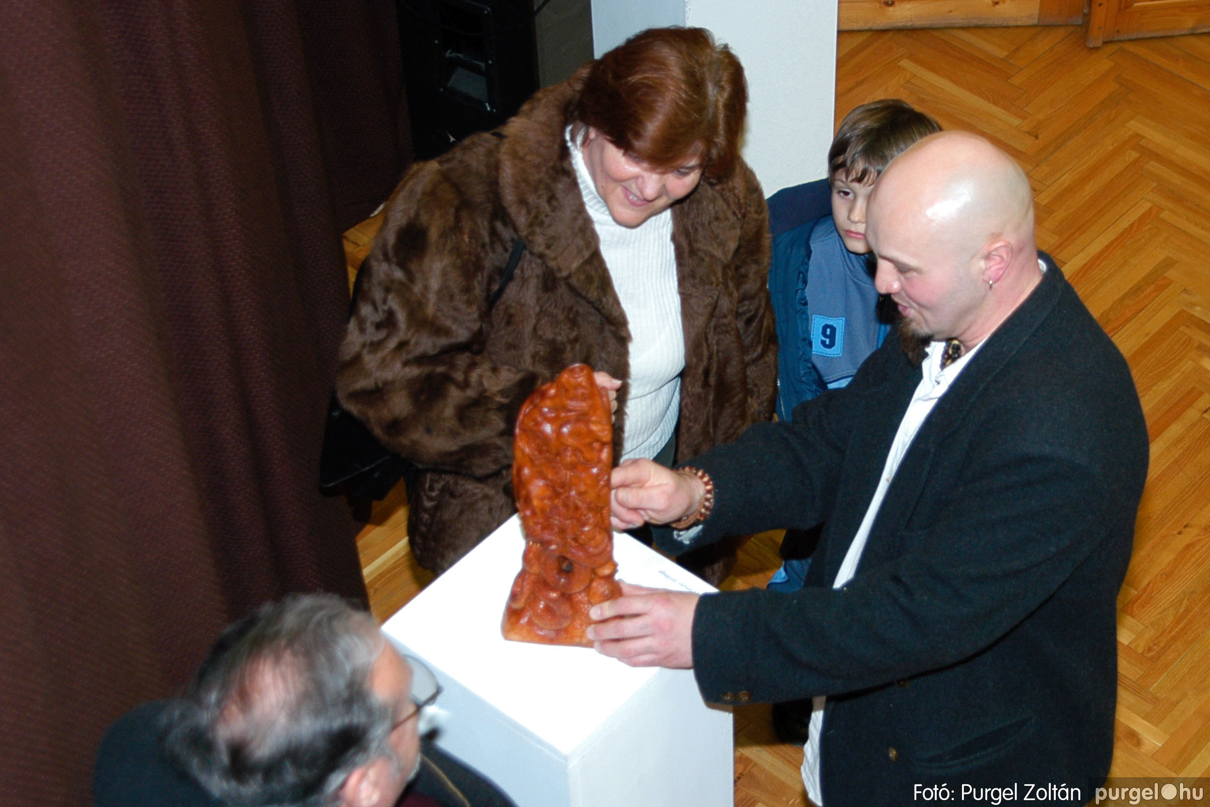 2004.02.26. 014 Kulbert György fafaragó kiállítása Hódmezővásárhelyen - Fotó:PURGEL ZOLTÁN© DSC_0025q.jpg