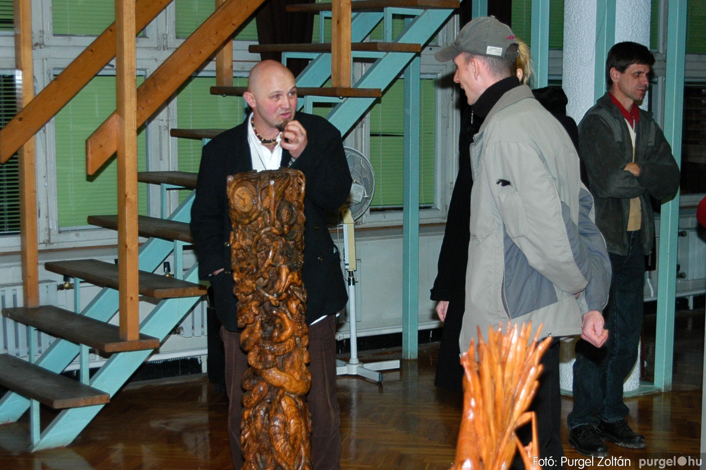 2004.02.26. 013 Kulbert György fafaragó kiállítása Hódmezővásárhelyen - Fotó:PURGEL ZOLTÁN© DSC_0024q.jpg