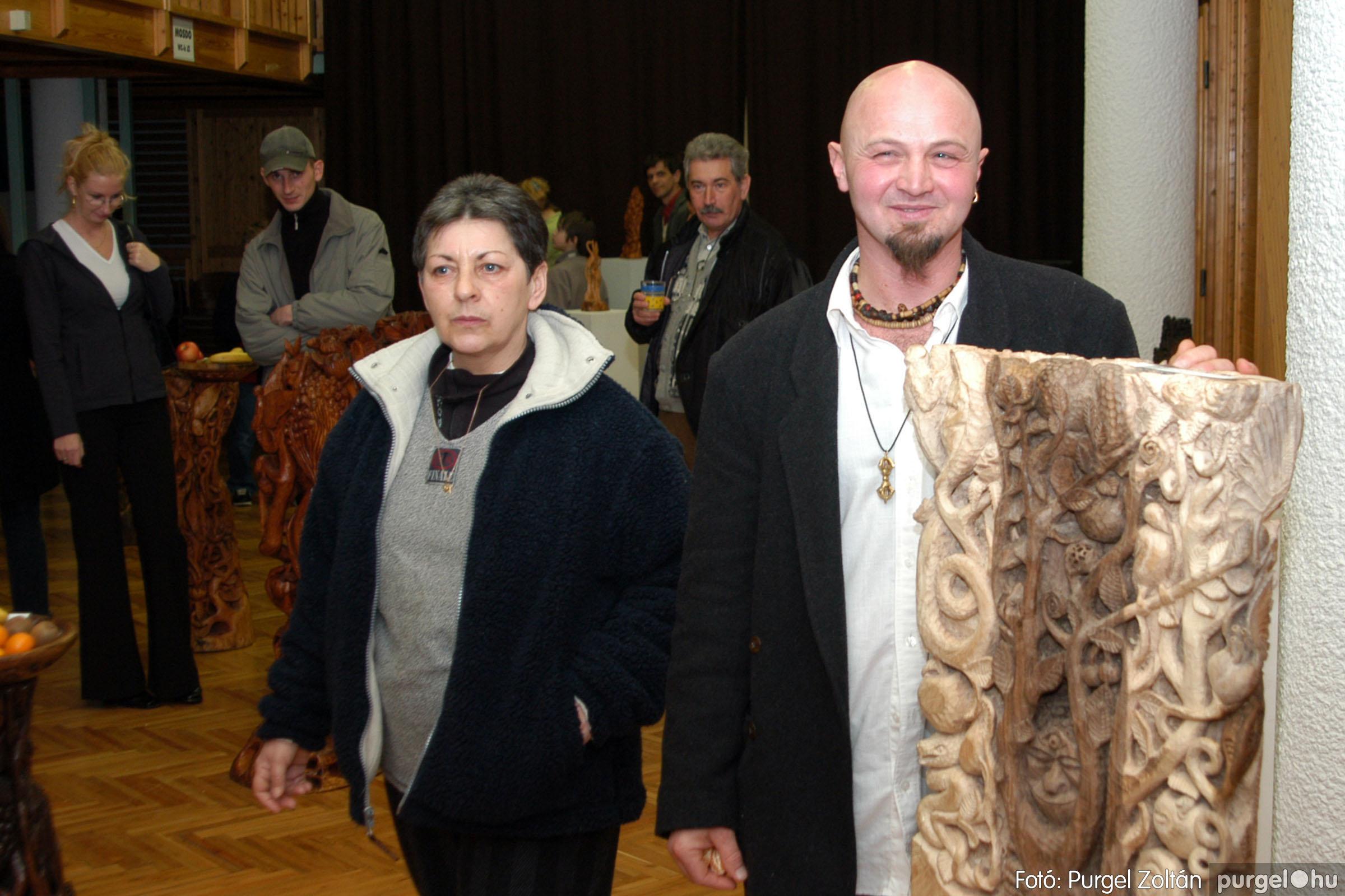 2004.02.26. 010 Kulbert György fafaragó kiállítása Hódmezővásárhelyen - Fotó:PURGEL ZOLTÁN© DSC_0019q.jpg