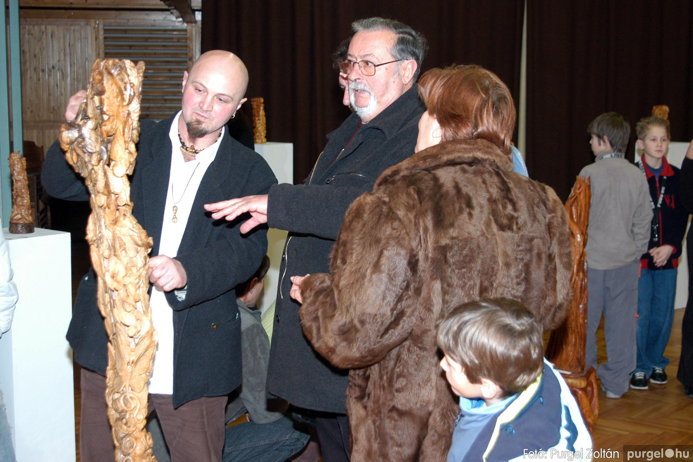 2004.02.26. 008 Kulbert György fafaragó kiállítása Hódmezővásárhelyen - Fotó:PURGEL ZOLTÁN© DSC_0014q.jpg