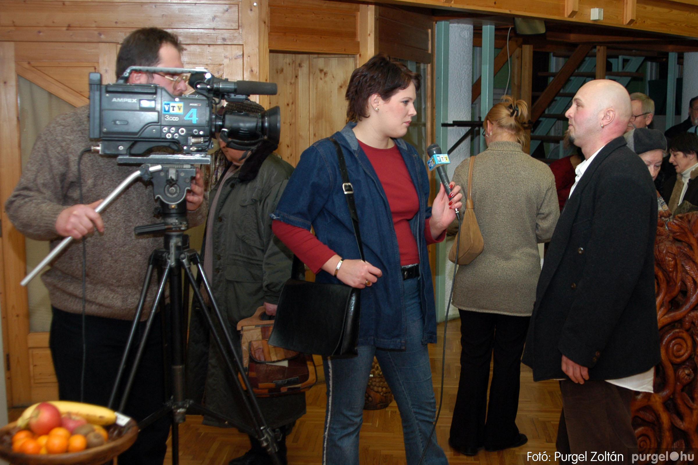 2004.02.26. 007 Kulbert György fafaragó kiállítása Hódmezővásárhelyen - Fotó:PURGEL ZOLTÁN© DSC_0010q.jpg