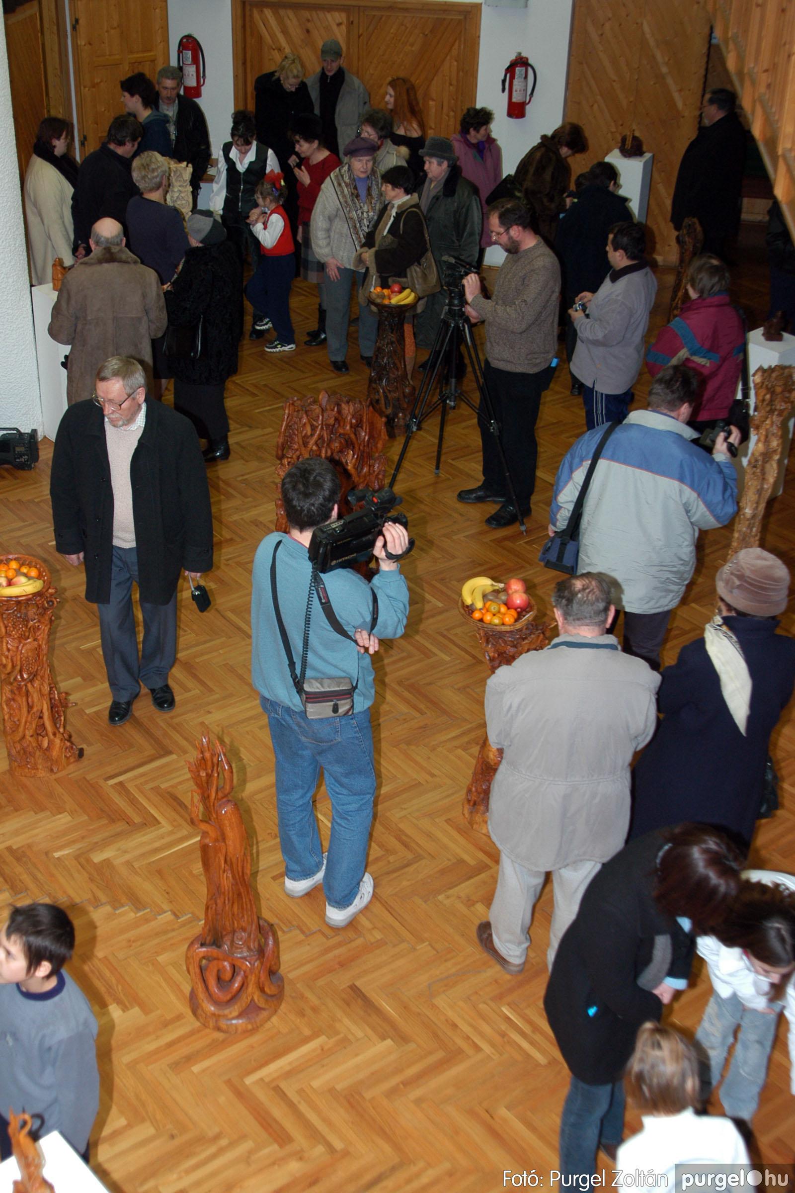 2004.02.26. 005 Kulbert György fafaragó kiállítása Hódmezővásárhelyen - Fotó:PURGEL ZOLTÁN© DSC_0007q.jpg