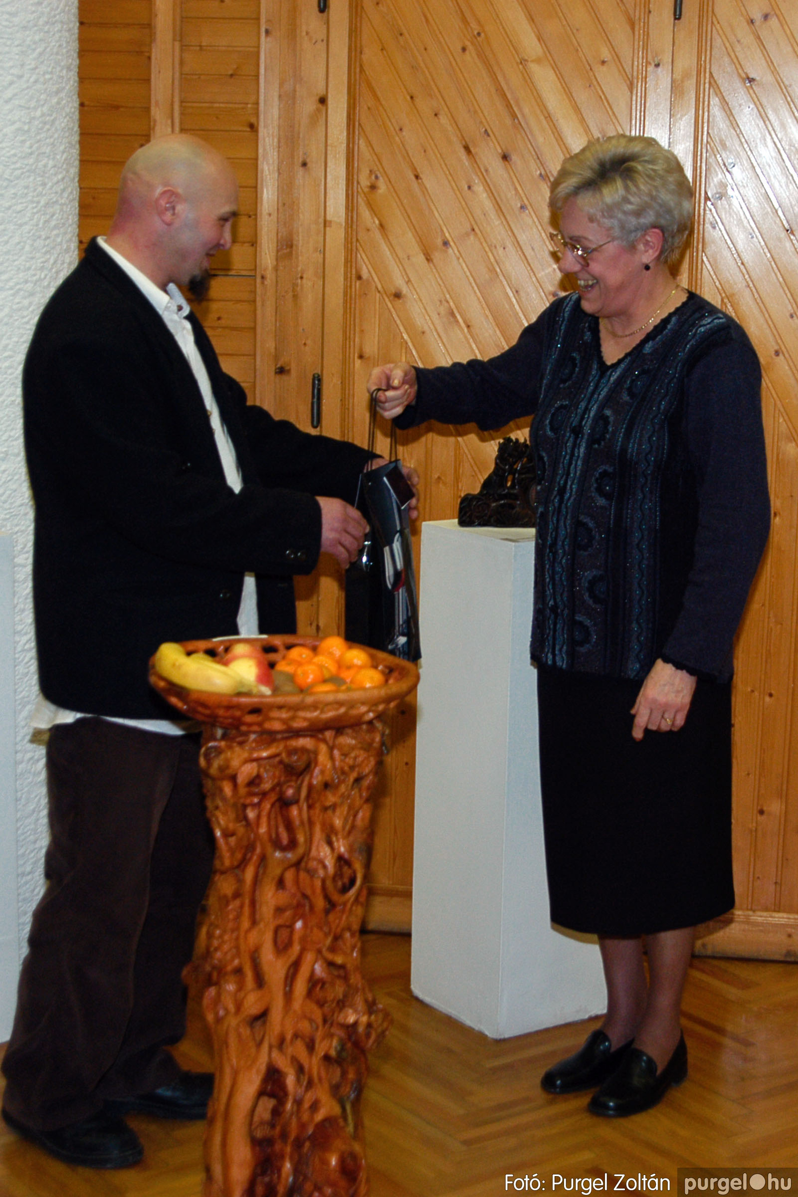 2004.02.26. 004 Kulbert György fafaragó kiállítása Hódmezővásárhelyen - Fotó:PURGEL ZOLTÁN© DSC_0004q.jpg