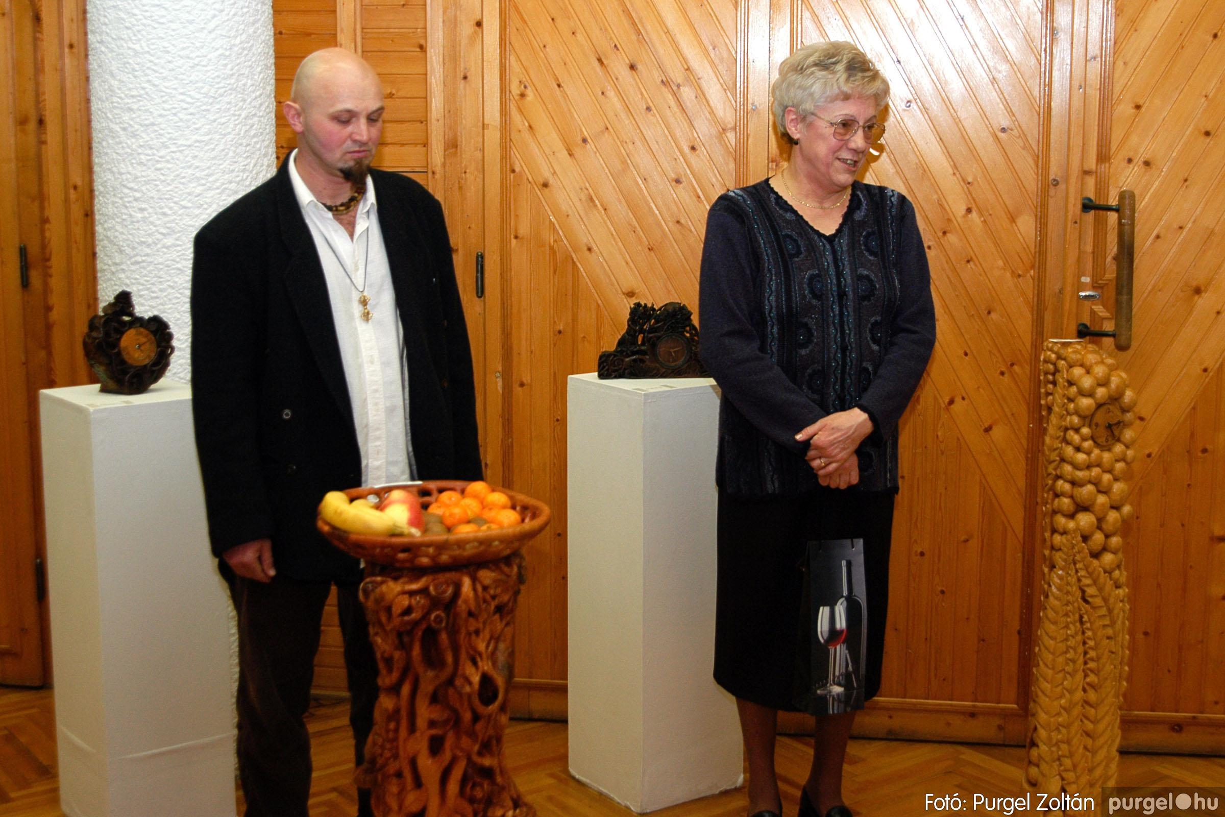 2004.02.26. 003 Kulbert György fafaragó kiállítása Hódmezővásárhelyen - Fotó:PURGEL ZOLTÁN© DSC_0003q.jpg