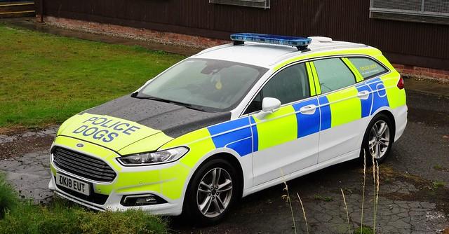 North Wales Police Mondeo Estate Dog Unit DK18 EUT