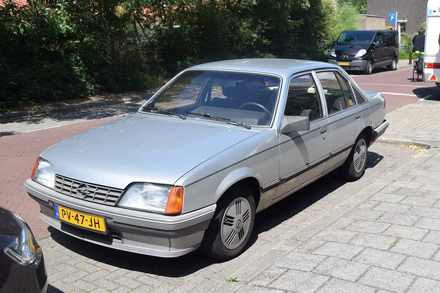 Opel Rekord 2.0 S Automatic 1986