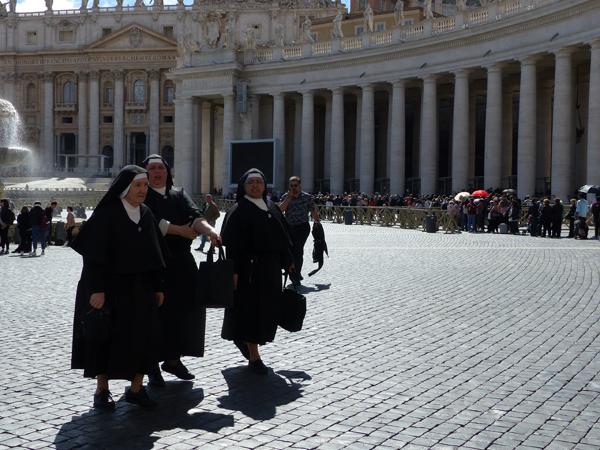 nonnes à la basilique