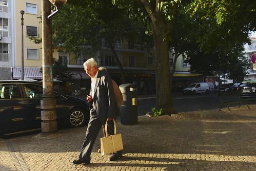 Random walks back home... #lisbon #portugal #street #sonyrx100 #t3mujinpack