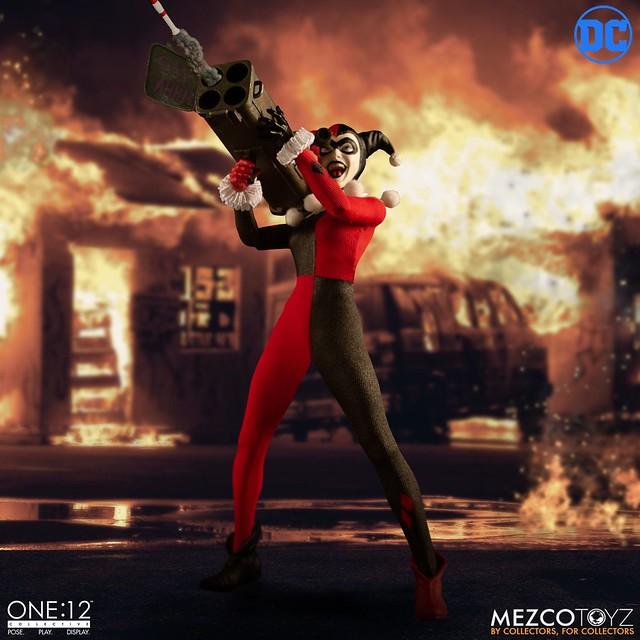 有超讚的火箭發射器! MEZCO ONE:12 COLLECTIVE 系列 DC Comics【哈莉·奎茵】Harley Quinn 1/12 比例人偶作品 豪華版