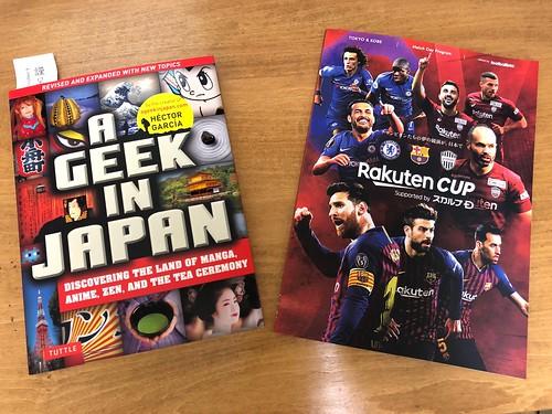 A Geek in Japanとバルセロナ対チェルシー戦のパンフレット