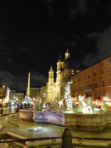 fontaine dei calderari la nuit