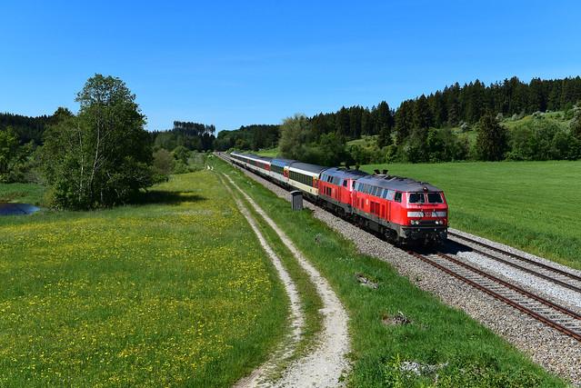 218 422-4 u. 218 421-6 DB I EC 191 I Ruderatshofen (7976)