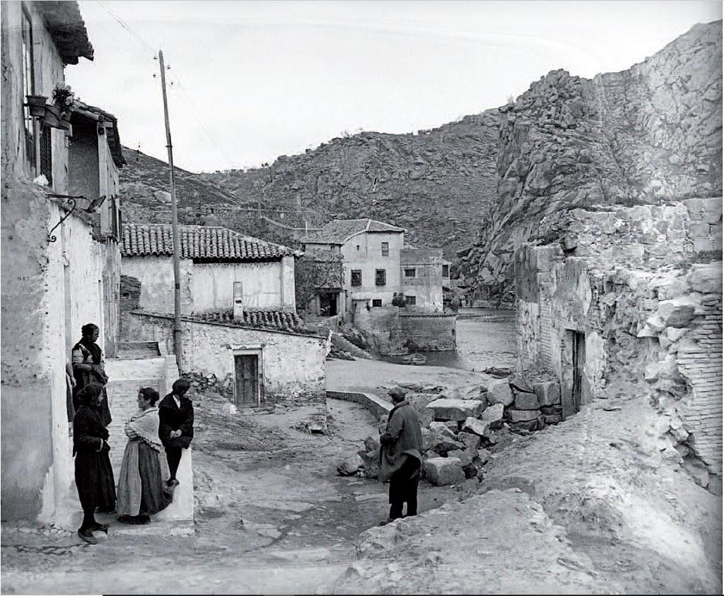 Torre del Hierro hacia 1920. Fotografía de Adolfo Almató. Fundació Institut Amatller d´Art Hispànic