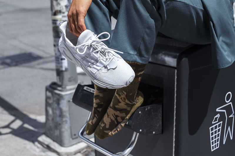 adidas_FW19_OZWEEGO_LXCON_AugustCampaign_EE5899_FTWOnFoot_003337