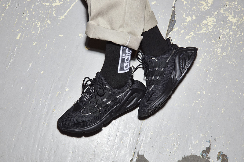 adidas_FW19_OZWEEGO_LXCON_AugustCampaign_ON_FOOT_INDOORS_MEE5900_031