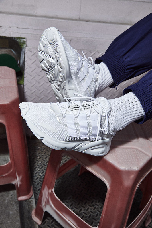 adidas_FW19_OZWEEGO_LXCON_AugustCampaign_ON_FOOT_OUTDOORS_MEE5899_105