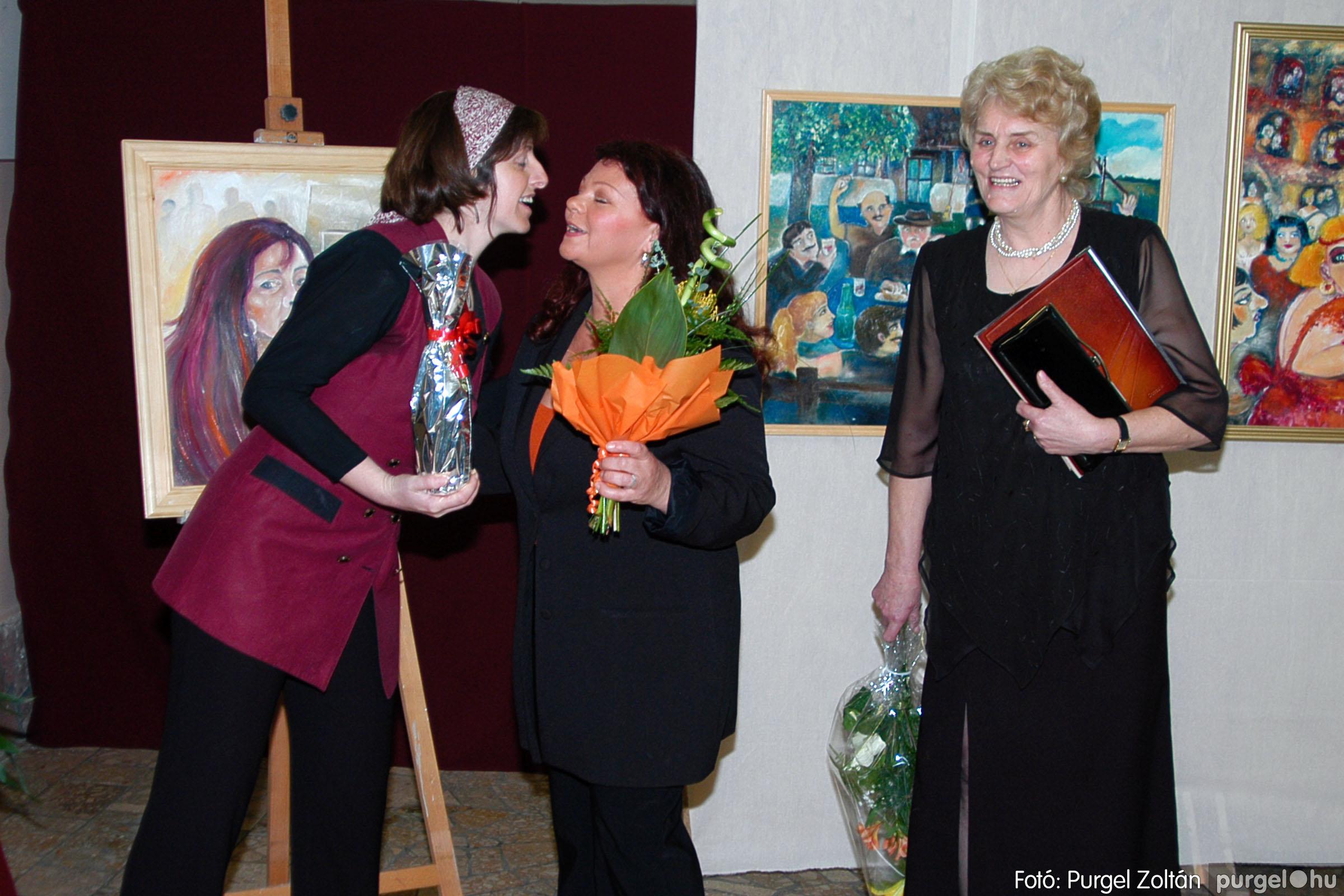 2004.05.08. 008 Gasztány Ludmilla Álmokkal átszőtt valóság című kiállítás - Fotó:PURGEL ZOLTÁN© DSC_0009q.jpg