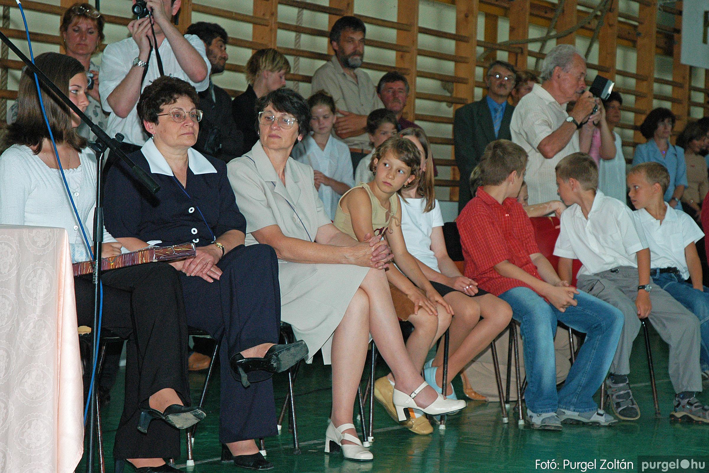 2004.06.12. 049 Forray Máté Általános Iskola ballagás 2004. - Fotó:PURGEL ZOLTÁN© DSC_0110q.jpg