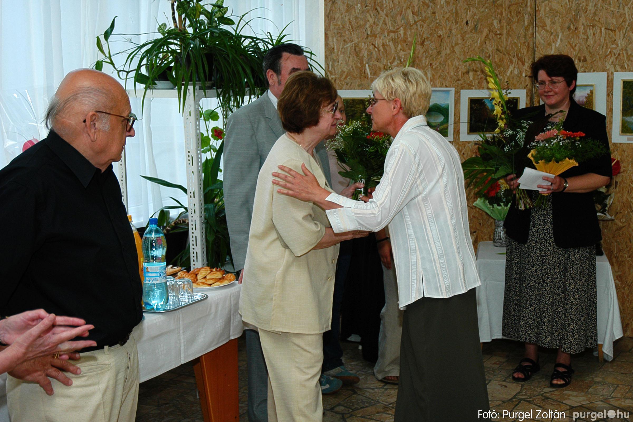 2004.06.21. 010 Dr. Apró Ferencné festő kiállítása - Fotó:PURGEL ZOLTÁN© DSC_0010q.jpg
