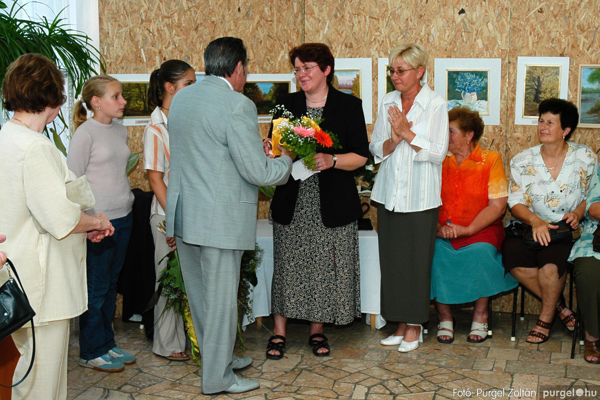 2004.06.21. 005 Dr. Apró Ferencné festő kiállítása - Fotó:PURGEL ZOLTÁN© DSC_0005q.jpg
