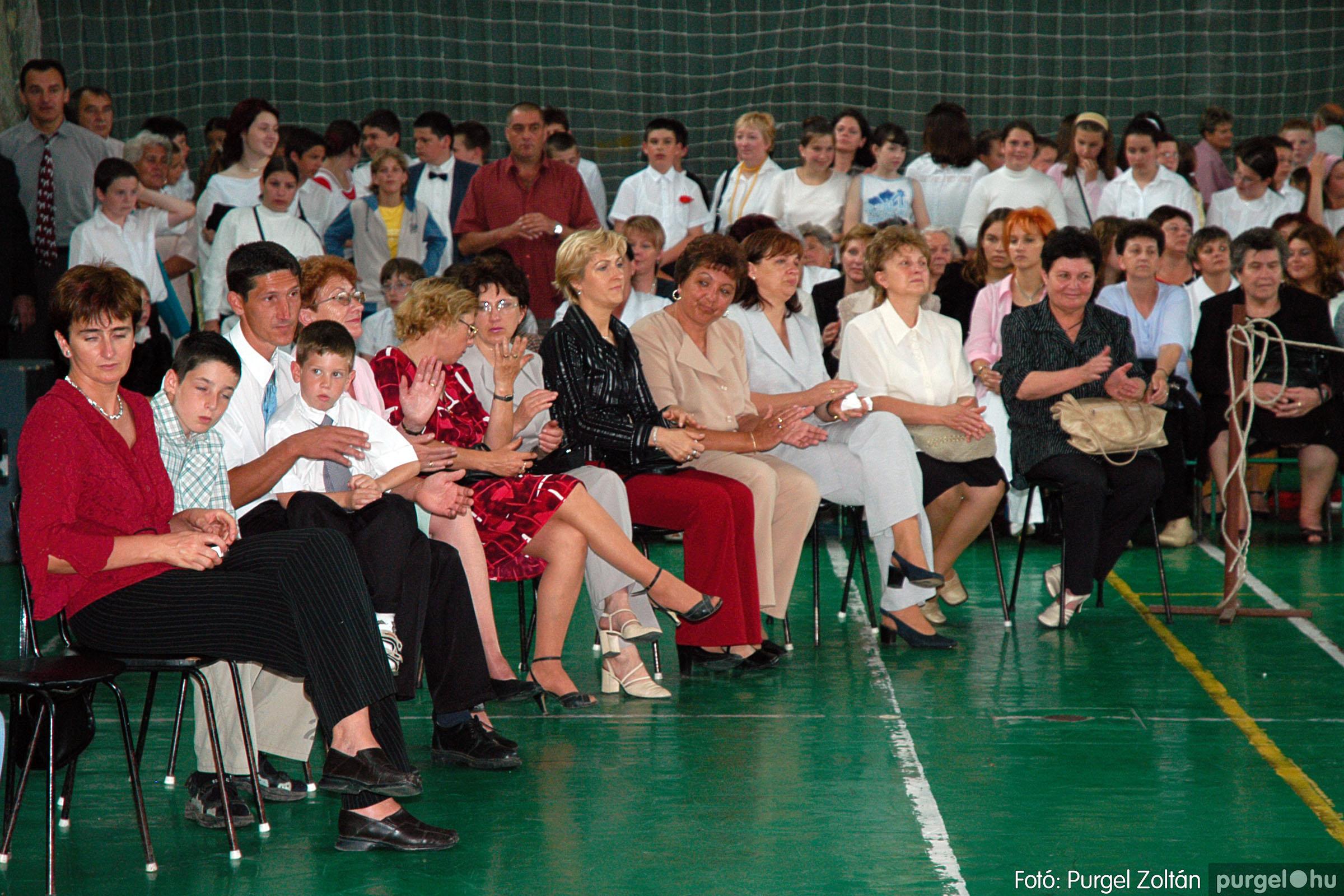 2004.06.12. 060 Forray Máté Általános Iskola ballagás 2004. - Fotó:PURGEL ZOLTÁN© DSC_0126q.jpg