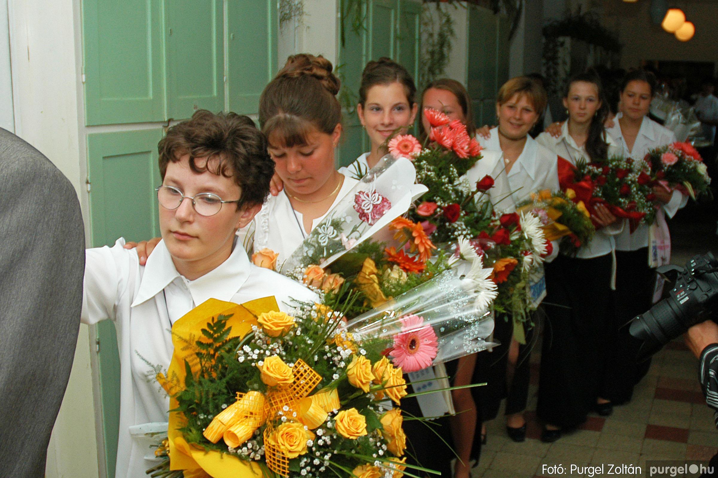 2004.06.12. 032 Forray Máté Általános Iskola ballagás 2004. - Fotó:PURGEL ZOLTÁN© DSC_0081q.jpg
