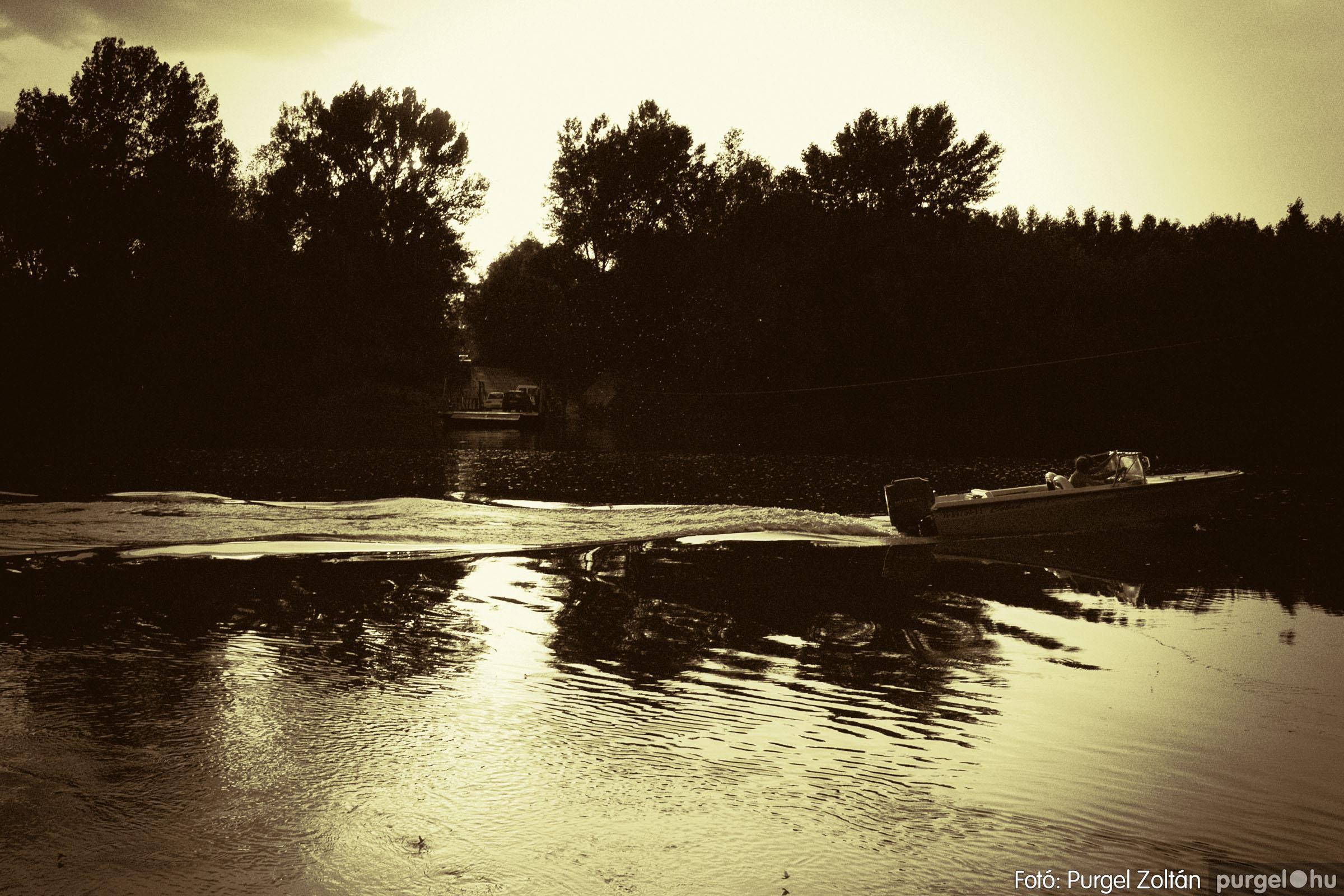 2004.06.23. 013 Tiszavirágzás a mindszenti révnél - Fotó:PURGEL ZOLTÁN© DSC_0085q.jpg
