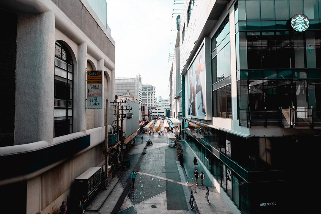 ภาพถ่ายเมือง แต่งพรีเซ็ตโทน Dark and Teal แอพ Lightroom มือถือ
