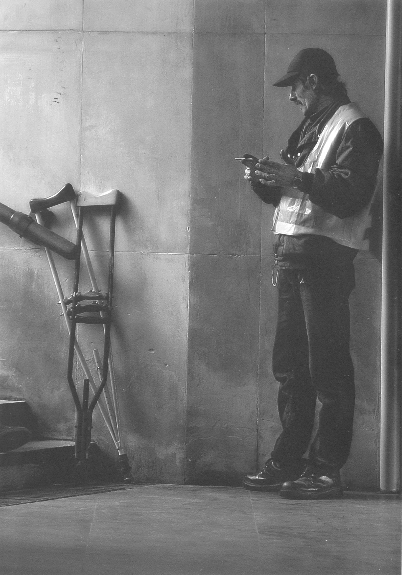 2004.09.18. Hétköznapok fotópályázat - Nyulászi Zsolt - Letámasztott mankók.jpg