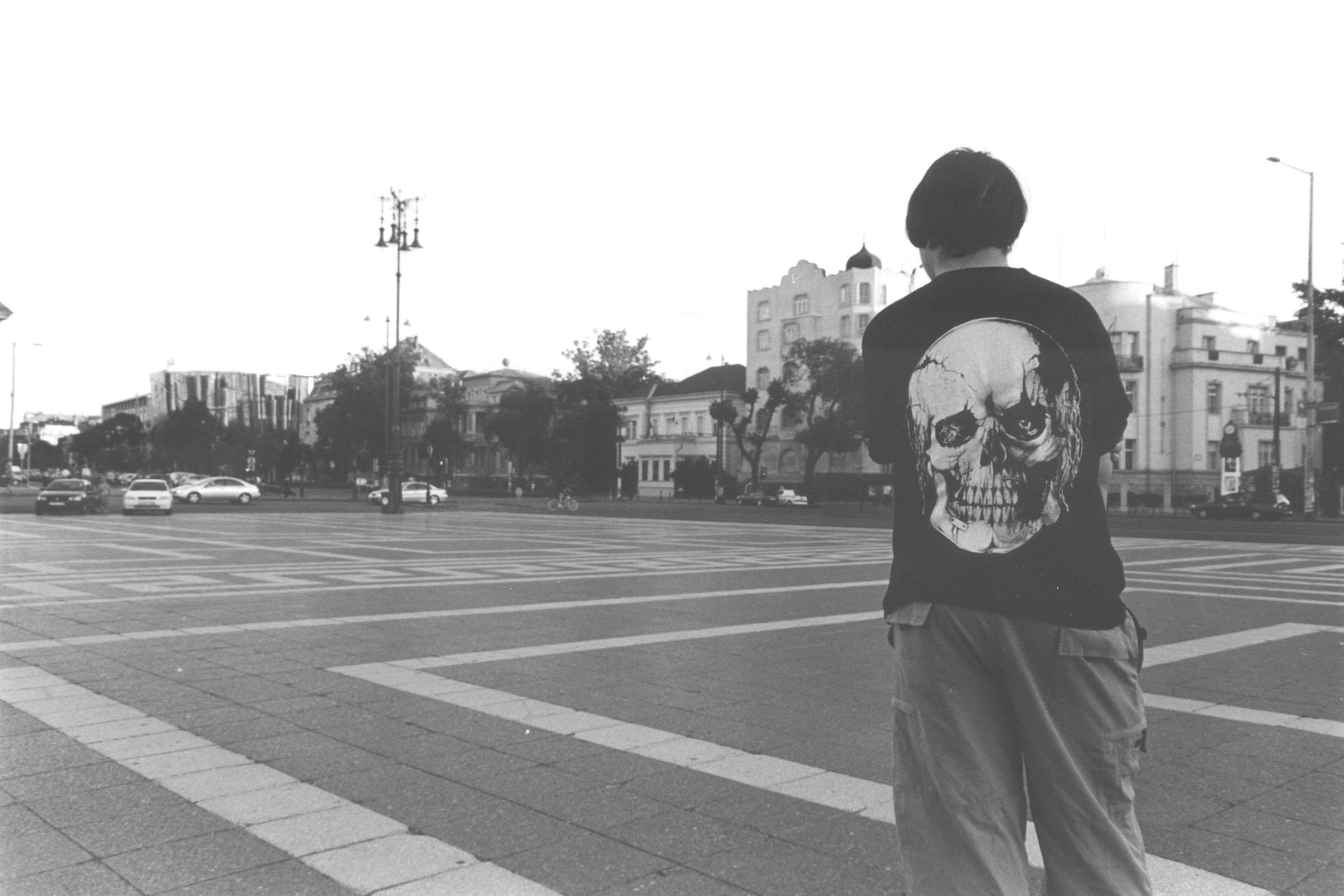 2004.09.18. Hétköznapok fotópályázat - Merjás Georgij - Még egy hős a téren.jpg
