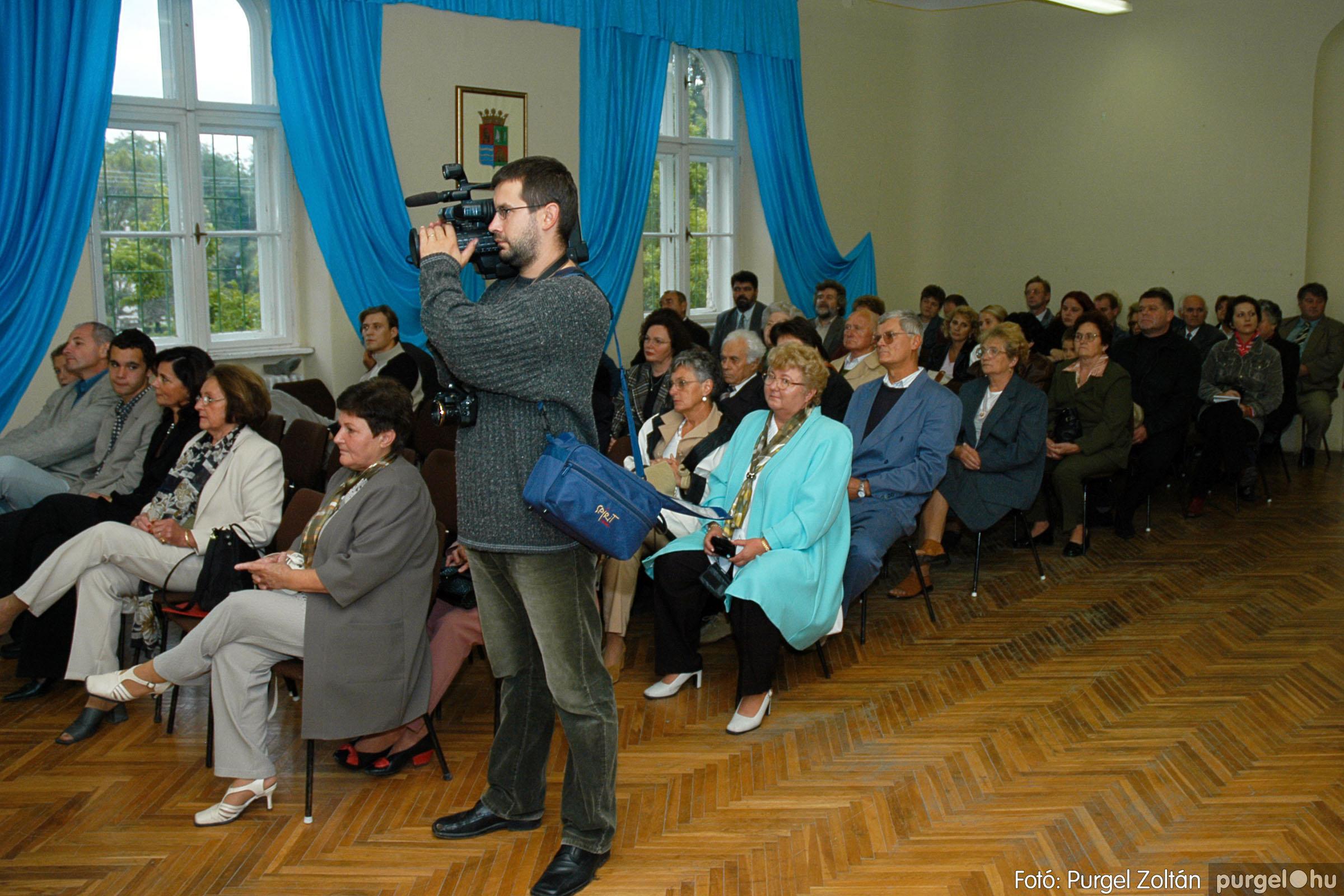 2004.09.25. 014 Dr. Csergő Károly alispán és kora című kiállítás és emléktábla avatás - Fotó:P. Z.©.jpg