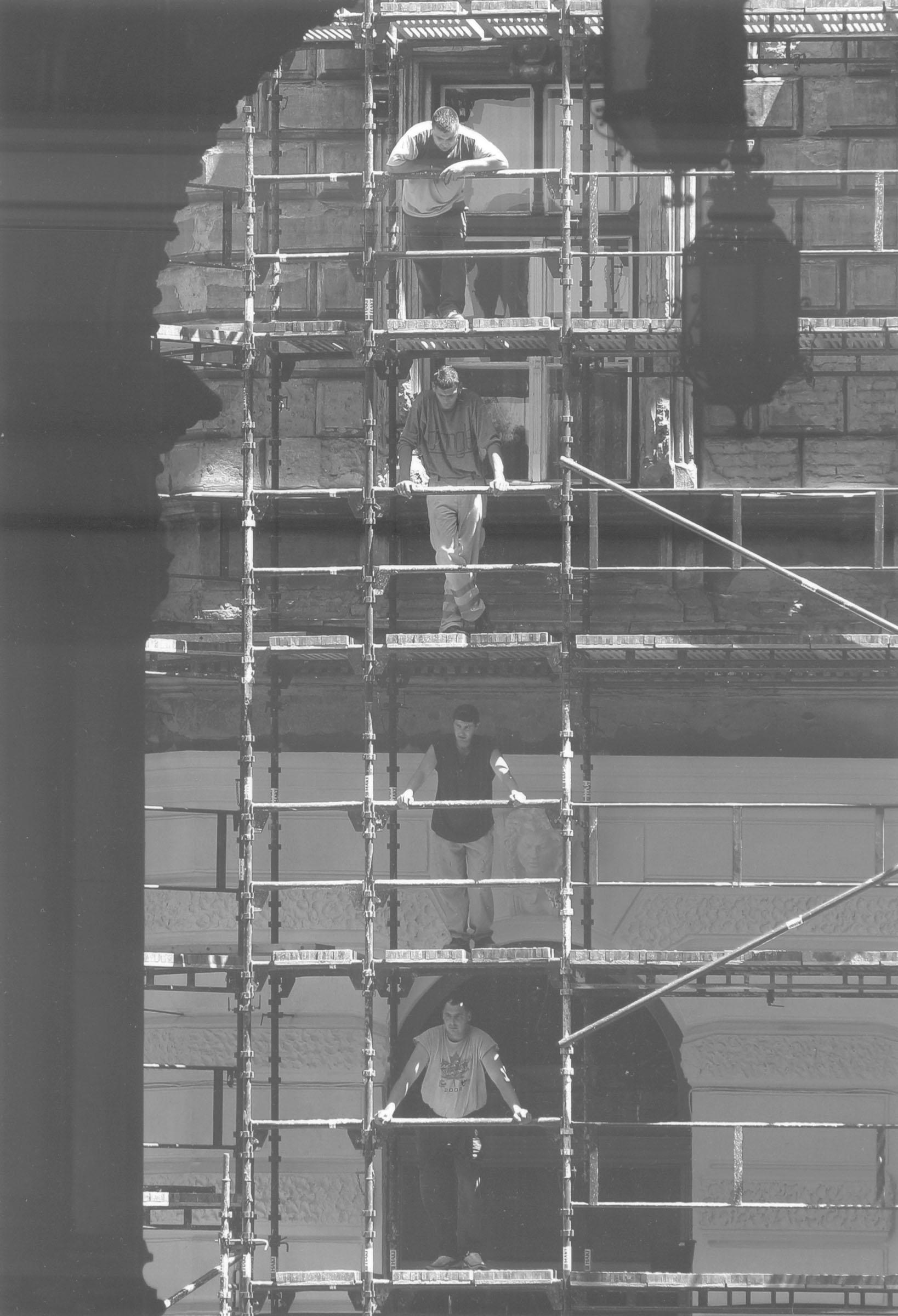 2004.09.18. Hétköznapok fotópályázat - Nyulászi Zsolt - Munka dandárja.jpg