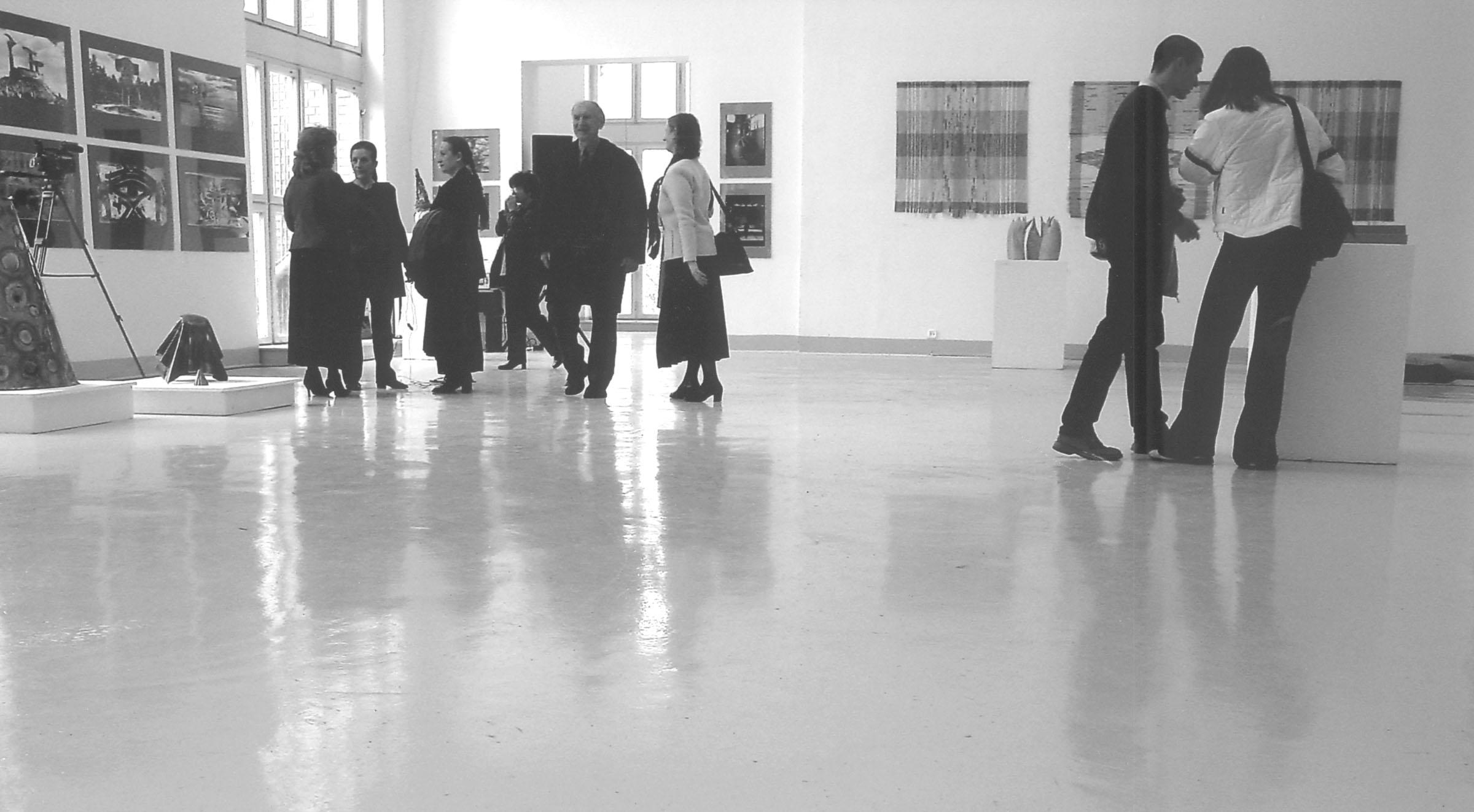 2004.09.18. Hétköznapok fotópályázat - Bojtár Tamás - Kiállításon.jpg
