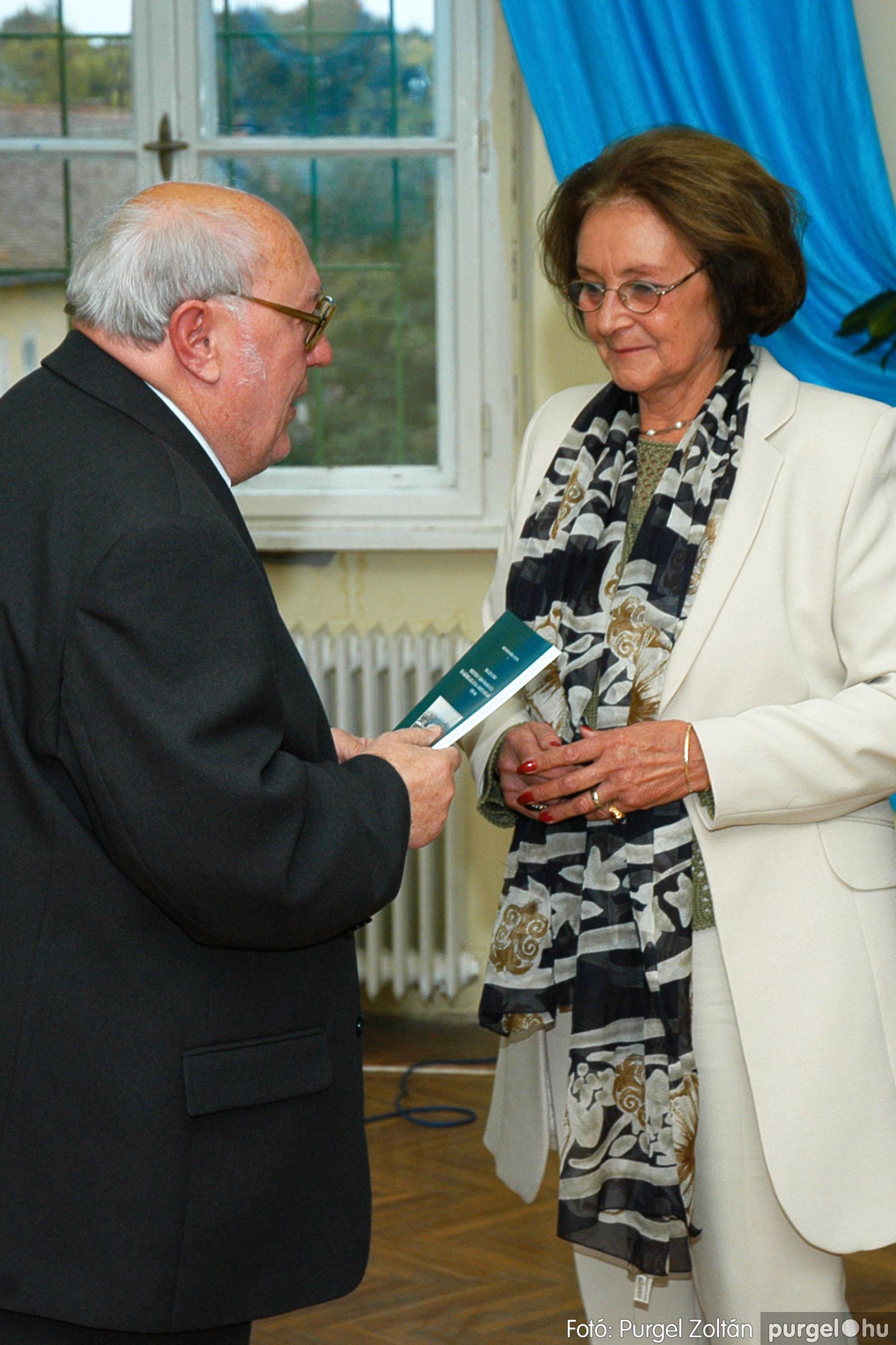2004.09.25. 015 Dr. Csergő Károly alispán és kora című kiállítás és emléktábla avatás - Fotó:P. Z.©.jpg