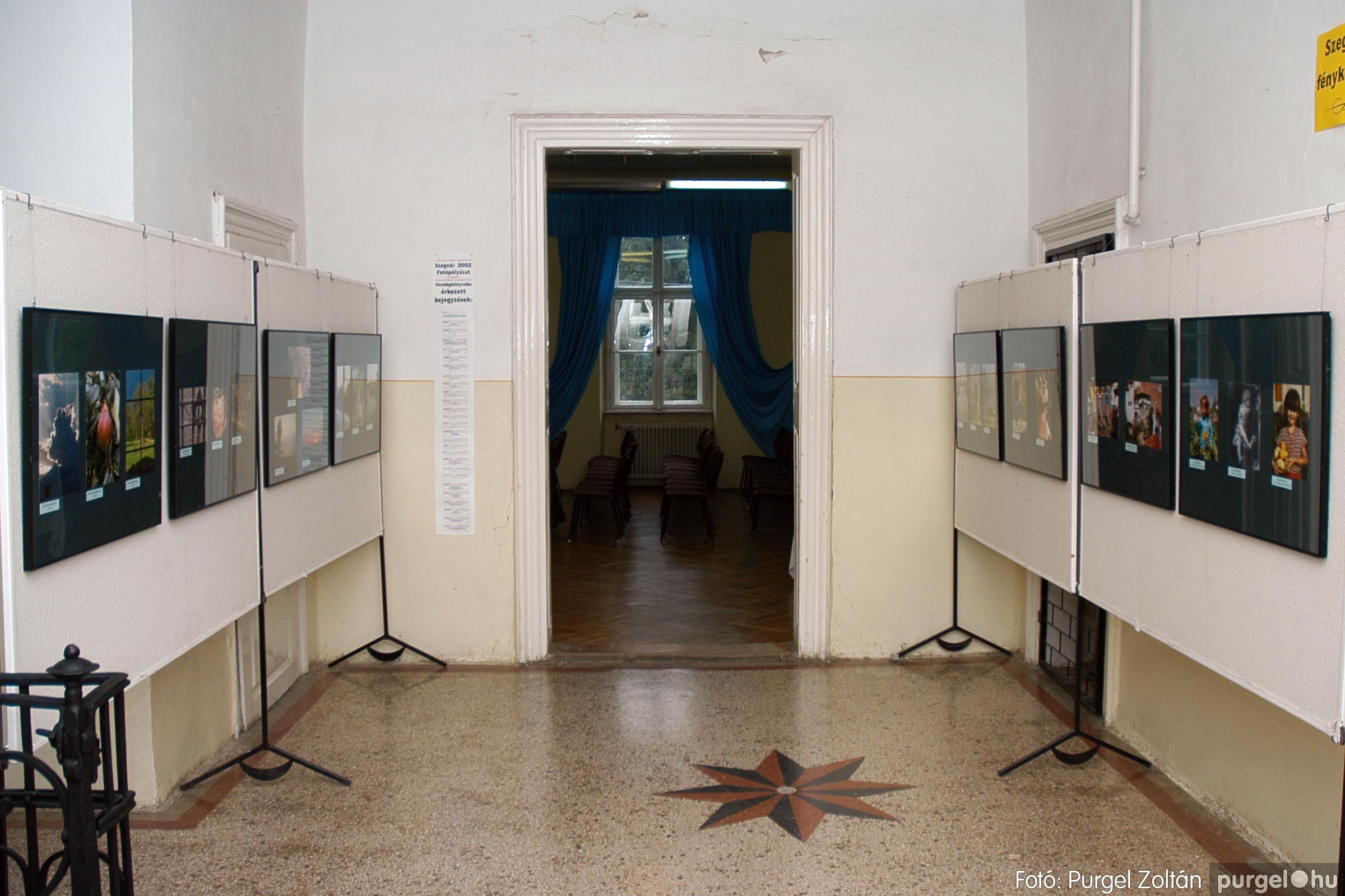 2004.09.25. 020 Hétköznapok fotópályázat kiállítása - Fotó:PURGEL ZOLTÁN© DSC_0020q.jpg