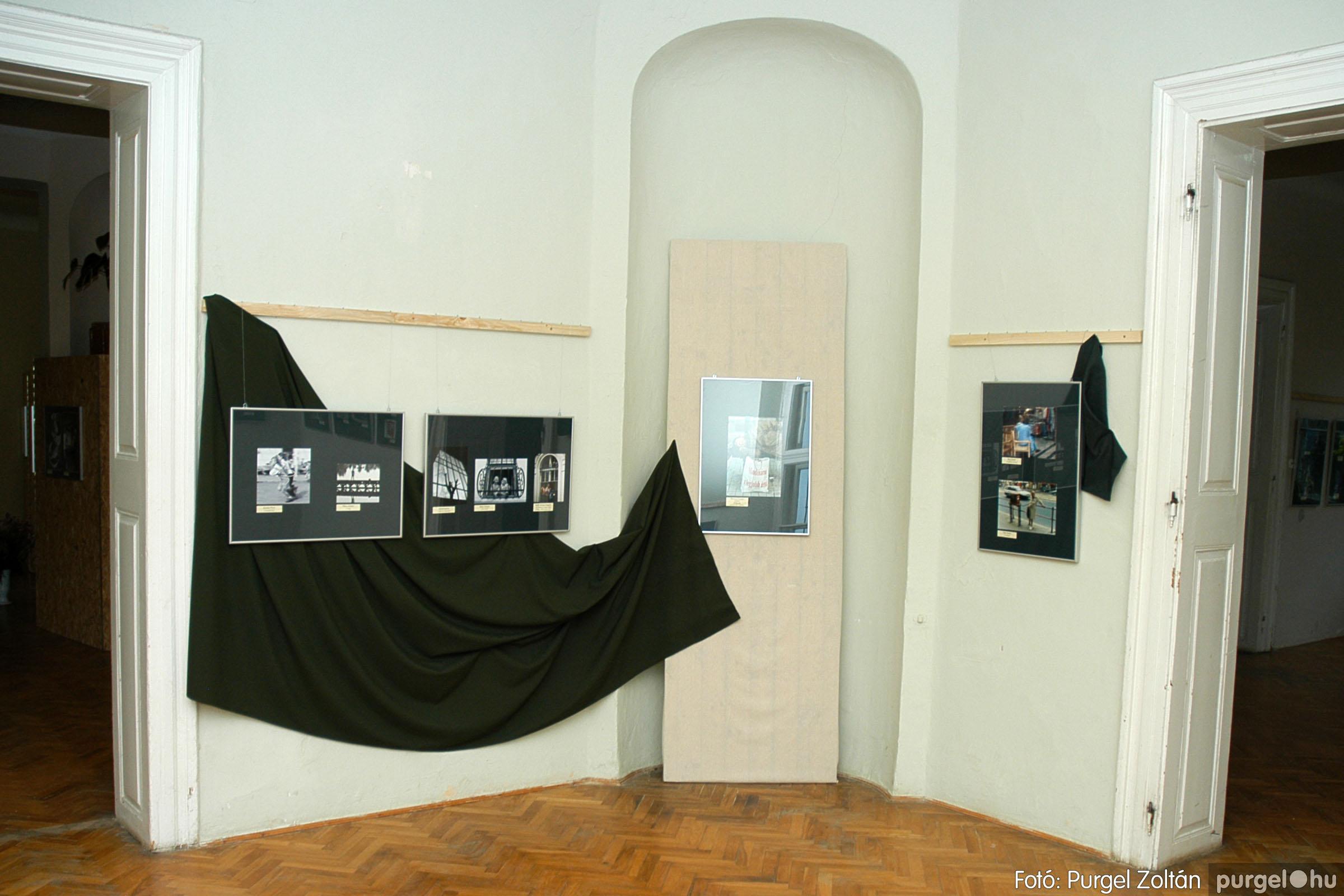 2004.09.25. 011 Hétköznapok fotópályázat kiállítása - Fotó:PURGEL ZOLTÁN© DSC_0011q.jpg