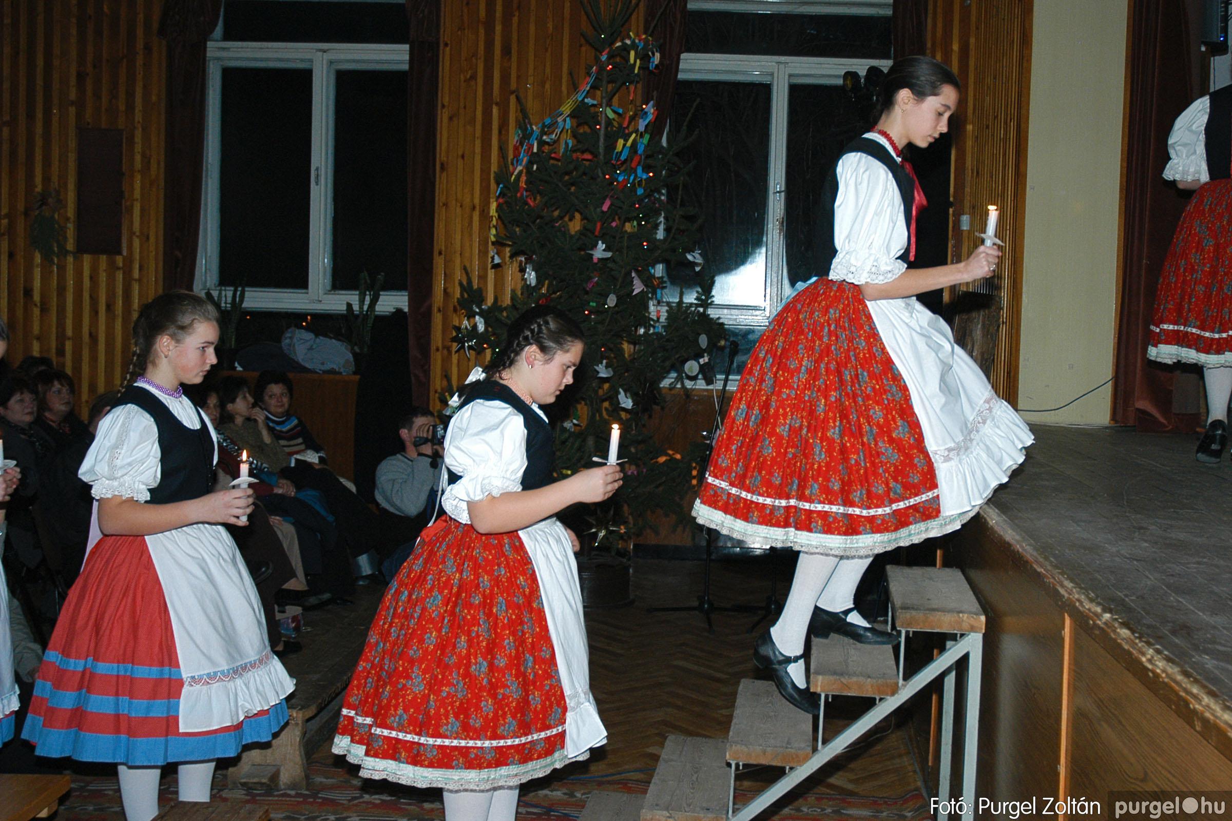 2004.12.19. 007 Dobbantó Néptáncegyüttes karácsonyi gála - Fotó:PURGEL ZOLTÁN© DSC_0008q.jpg