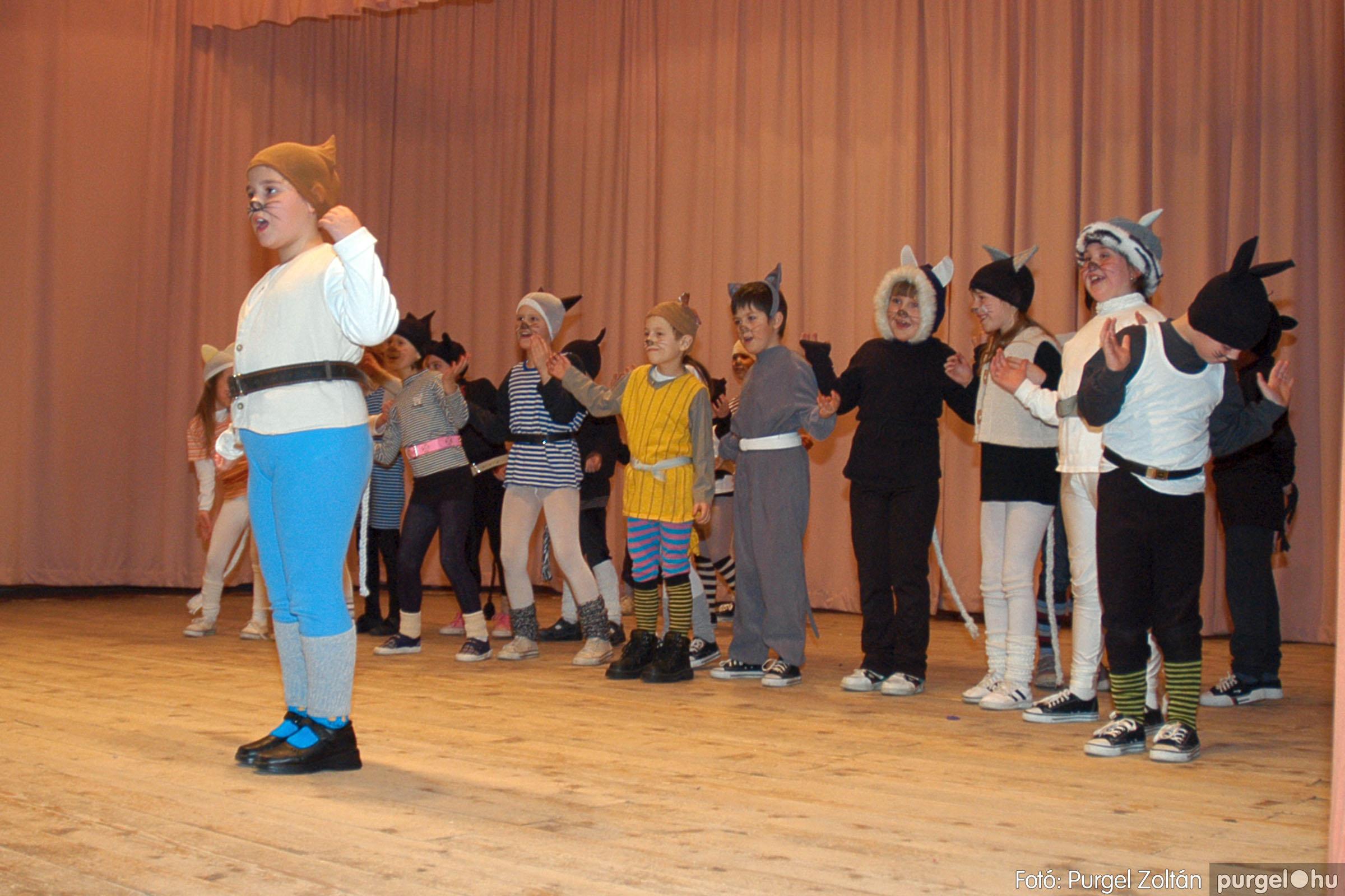 2005.02.11-12. 055 Forray Máté Általános Iskola farsang 2005.  - Fotó:PURGEL ZOLTÁN© DSC_0058q.jpg