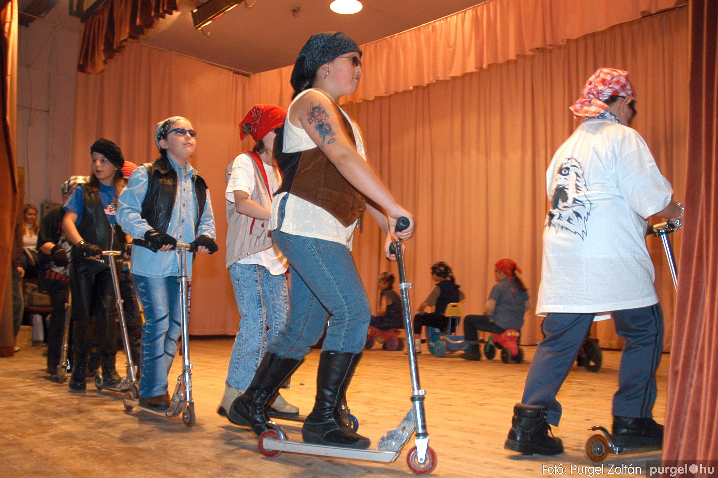 2005.02.11-12. 076 Forray Máté Általános Iskola farsang 2005.  - Fotó:PURGEL ZOLTÁN© DSC_0084q.jpg