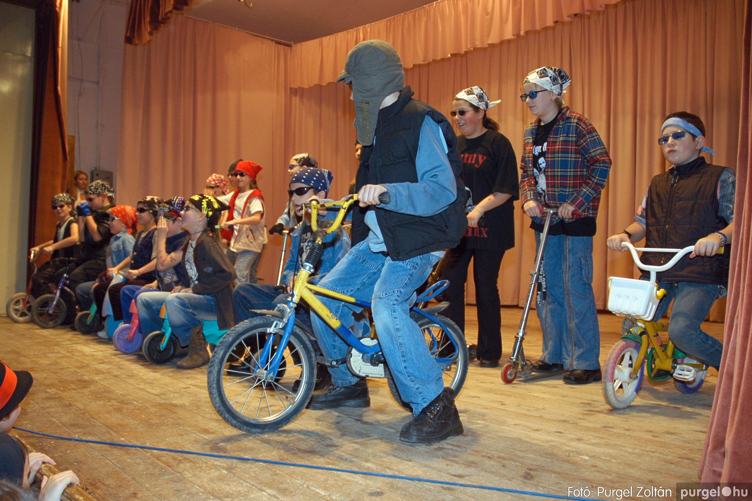 2005.02.11-12. 073 Forray Máté Általános Iskola farsang 2005.  - Fotó:PURGEL ZOLTÁN© DSC_0081q.jpg